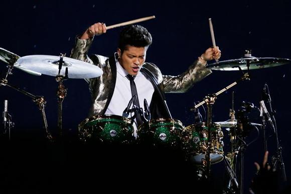 Bruno Mars & Aloe Blacc at Jiffy Lube Live